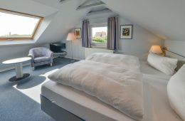 Doppelbett im Appartment Norderoog von Meyenburg & Gerds Höft auf Juist