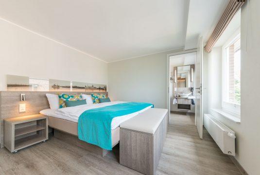 Doppelbett im Appartment Kachelot von Meyenburg & Gerds Höft auf Juist