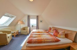 Doppelbett im Appartment Seeblick von Meyenburg & Gerds Höft auf Juist