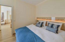 Doppelbett im Appartment Kalfamer in Meyenburg & Gerds Höft